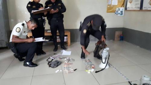 """La PNC decomisó Q6 mil a los cuatro capturados de la lotería """"Bono El Amigo"""". (Foto: PNC)"""