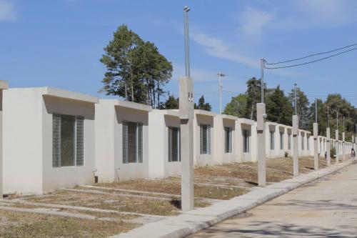Las casas se fueron construyendo en diferentes fases durante dos años. (Foto: Alejandro Balán/Soy502)