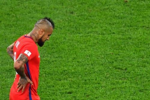 Arturo Vidal se lamenta por el juego poco eficiente de Chile en la final de la Copa Confederaciones. (Foto: Yuri Cortez/AFP)