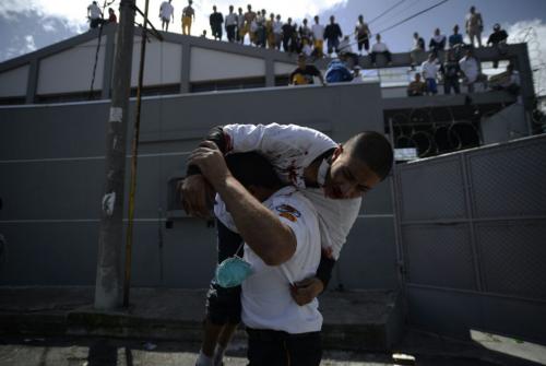 Cuatro adolescentes resultaron heridos al caer de un techo. (Foto: Wilder López/Soy502)