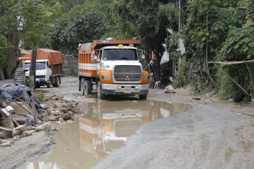 Las condiciones de los caminos son un peligro para las personas y los vehículos. (Foto: Archivo Nuestro Diario)