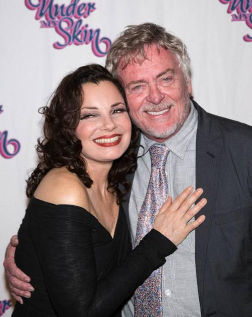 Aquí posa con su compañero Daniel Davis, quien hacía el papel de Niles. (Foto: EOnline)