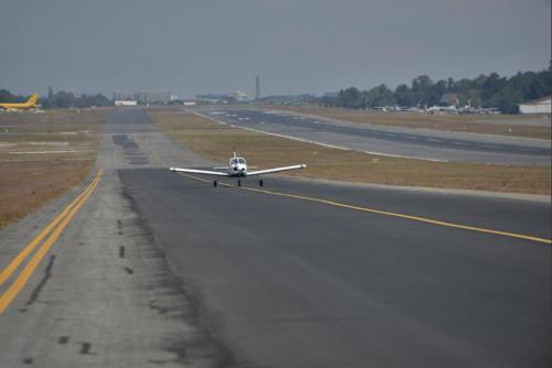 La corta longitud de la pista impide que despeguen grandes aeronaves de vuelos de larga distancia desde La Aurora. (Foto: archivo)