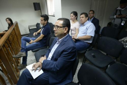 Sammy Morales, José Manuel Morales Marroquín y los esposos Orellana escuchan el fallo de la Sala Tercera de Apelaciones. Sus abogados no se hicieron presentes. (Foto: Wilder López/Soy502)