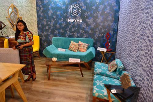 """Muebles de """"Carpinteria y Ebanistería Roberto's"""" diseñados siguiendo las últimas tendencias de decoración. (Foto: Jesus Alfonso/Soy502)"""