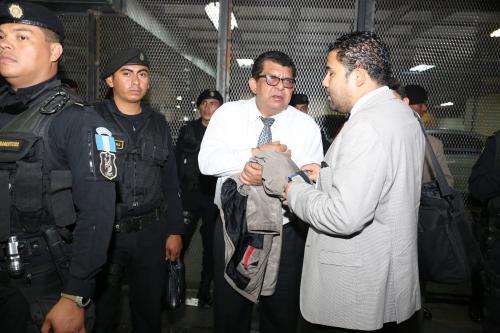 El médico y sindicado Palma Carranza el día de su captura por el caso Negociantes de la Salud. (Foto: Archivo/Soy502)