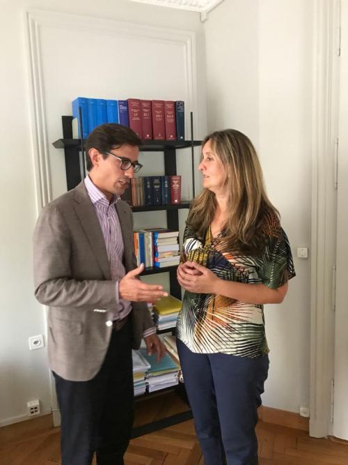 Ana Valdez, esposa de Erwin Sperisen, y el abogado Giorgio Campa tras conocer el dictamen del Tribunal. (Foto: cortesía)
