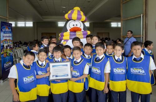 Unos 200 ejemplares de El Chispazo fueron entregados a niños representantes de distintos establecimientos escolares. (Foto: George Rojas/Soy502)