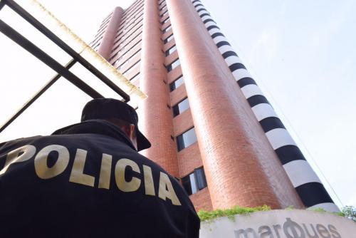 Las autoridades realizaron allanamientos en un edificio en la zona 14 para capturar a Julio Ligorría. (Foto: Jesús Alfonso/Soy502)