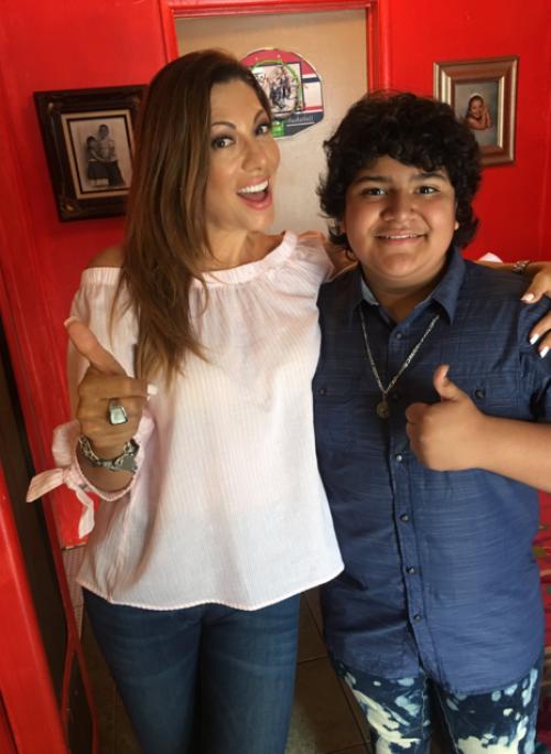 Julio César Chávez junto a Amelia, reportera de Telemundo. (Foto: oficial)