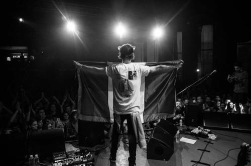 Sal Ramazzini en el escenario. (Foto: Nicole Lemberg)