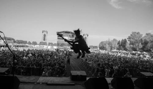 Sal entrega todo en el escenario. (Foto: Nicole Lemberg)