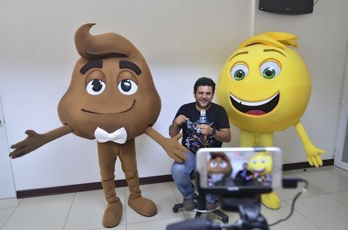 """Ronald Mackay durante el """"en vivo"""" de la página de Facebook de Soy502. (Foto: Selene Mejía/Soy502)"""