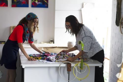 """Nelly Rose y Sofía Contreras-Paredes preparan una colección cápsula con bordados hechos por guatemaltecas a través de """"Societas"""". (Foto: Societas)"""