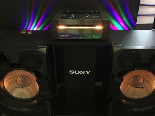 El sistema de audio Shake cuenta con un procesador digital que recupera el sonido de cada grabación. (Foto: Magui Medina/Soy502)