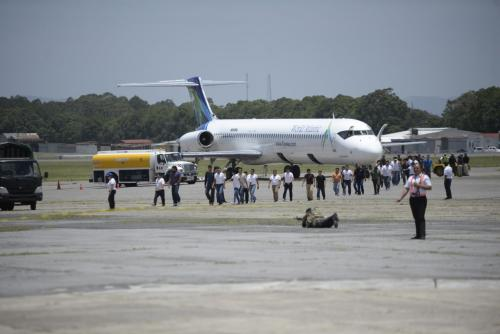 Un grupo de deportados arriba a Guatemala. (Foto: Wilder López/Soy502)