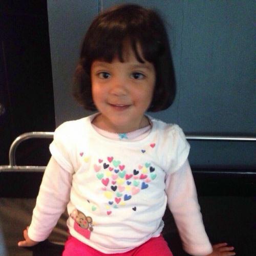 Esta es la última foto de Valeria. Está sentada sobre una camilla minutos antes de que se le practicara el examen. (Foto: Soy502)