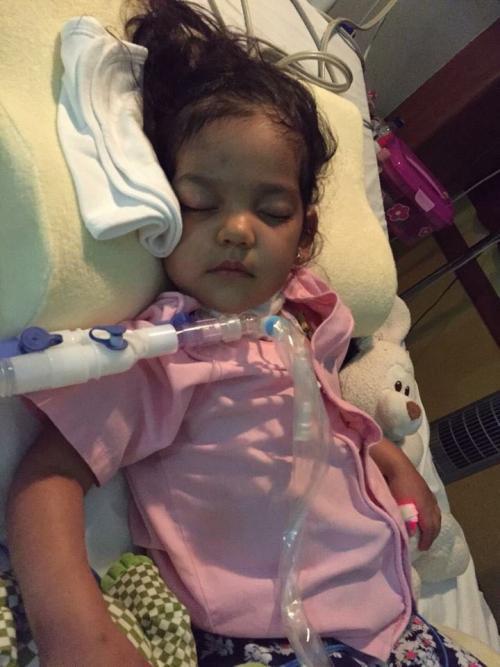 Valeria en el intensivo después de despertar del coma. (Foto: Soy502)