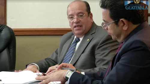 En uno de sus últimos encuentros, Jimmy Morales supervisó la labor del ministro. (Foto: Gobierno)