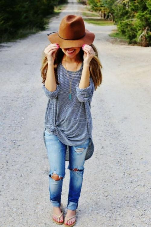 """Las blusas """"oversized"""" no pueden faltar en tu armario. (eslamoda.com)"""