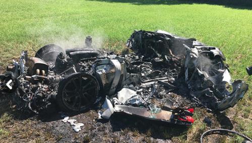 Vista del auto destruido. (Foto: Facebook SYP Operational Support).