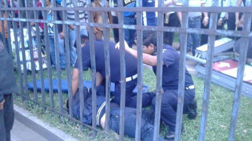 Un motorista resultó herido en un accidente de tránsito en la Avenida Reforma. (Foto: facebook: amilcarmontejoGT)