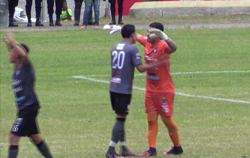 El portero de Carchá anotó un golazo. (Foto: captura Facebook)
