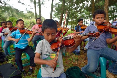 Los integrantes de la Orquesta Juvenil de Santa Cruz Balanyá tienen entre 7 y 22 años de edad. (Foto: Jesús Alfonso/Soy502)