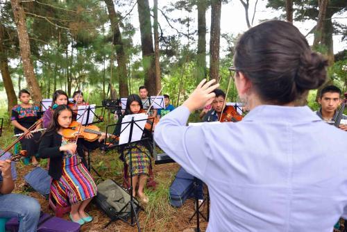 El Sistems de Orquestas de Guatemala ha tomado la Orquesta Juvenil de Santa Cruz Balanyá para desarrollar su potencial. (Foto: Jesús Alfonso/Soy502)