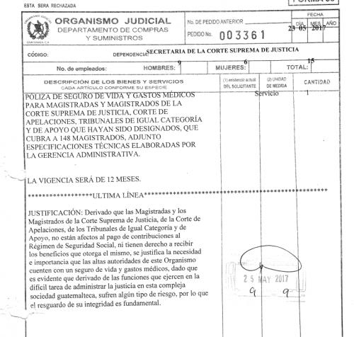 En este documento se justifica la licitación del seguro médico y de vida para los 148 magistrados. (Foto: Guatecompras)
