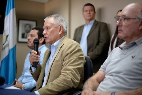 En conferencia de prensa, distintas asociaciones criticaron el certificado anunciado por el gobierno. (Foto: Wilder López)