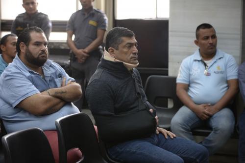 Haroldo Mendoza acudió a la audiencia con un cuello ortopédico aunque no reveló el motivo. (Foto: Wilder López/Soy502)