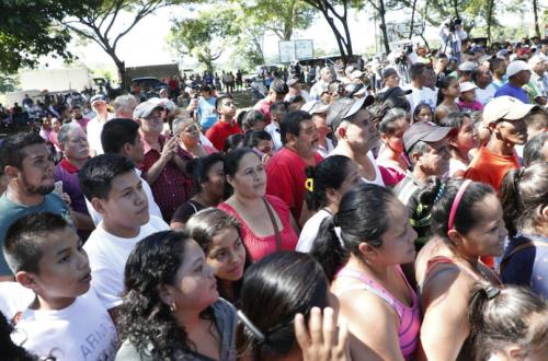 Público de Mariscos escuchando al Presidente. (Foto: Gobierno)