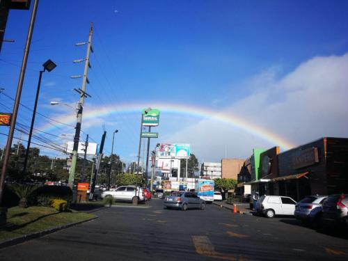 Valeria Mendora prometió a su madre que mandaría un arcoiris siempre. Este fenómeno natural se pudo ver en el cielo el 8 de noviembre, a dos mese de la muerte de la pequeña. (Foto: Alejandra de Mendoza)