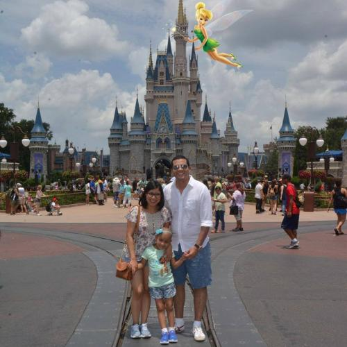 Javier y Alejandra, junto a Valeria, gozaron de un viaje inolvidable a Orlando, Florida. (Foto: facebook)