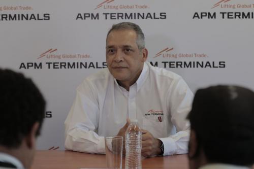 Gabriel Corrales dirige la terminal después de la intervención judicial. (Foto: Alejandro Balán/Soy502)
