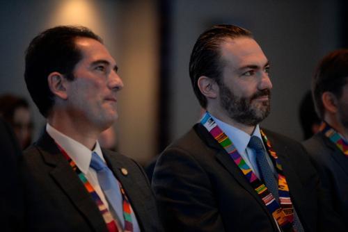 El ministro de Economía, Víctor Asturias, y el comisionado por la Competitividad, Acisclo Valladares, participaron en la inauguración del evento. (Foto: Wilder López/Soy502)