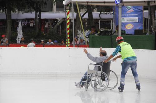 José Marcelino disfrutó cada segundo que estuvo dentro de la pista de hielo. (Foto: Fredy Hernández/Soy502)