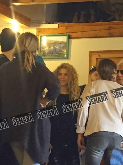 Shakira y Piqué compartieron con familiares y amigos. (Foto: Semana)