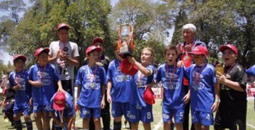 Colonia Caroya se alzó con la copa del torneo infantil de Córdoba. (Foto: Mundo D, La voz)