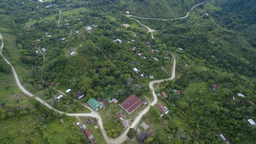 Las comunidades aledañas al Complejo Hidroeléctrico Renace han sido beneficiadas con diversas iniciativas sociales. (Foto: dron Soy502)