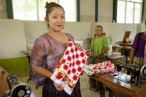 El taller de corte y confección se imparte a mujeres de la comunidad de Chiacam. (Foto: George Rojas/Soy502)