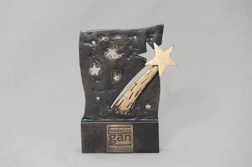 Este es el premio recibido por Jayro por el guión de Temblores. (Foto: Fondation Gan pour le Cinéma)