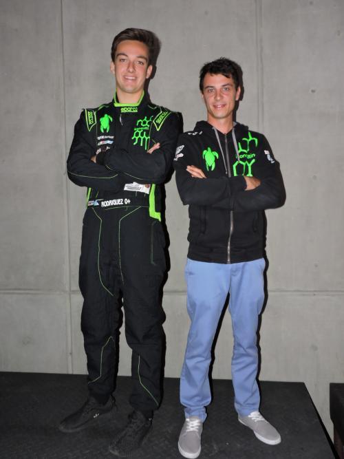 Ian Rodríguez junto a  Stefano Da Riz, responsable técnico de su equipo. (Foto: Cortesía)