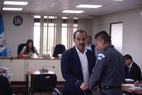 Aparicio fue deportado desde Argentina, ya que tenía orden de captura internacional. Al llegar a Guatemala fue trasladado al juzgado encargado. (Foto: Jesús Alfonso/Soy502)