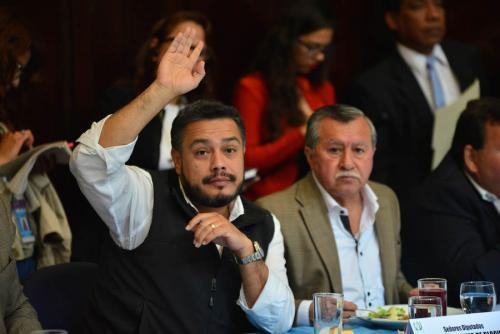 Javier Hernández, jefe de la bancada oficial, antes de que el diputado Edgar Justino Ovalle fuera requerido por la justicia y que FCN-Nación gestionara el paquete de leyes conocido como #PactoDeCorruptos. (Foto: Jesús Alfonso/Soy502)