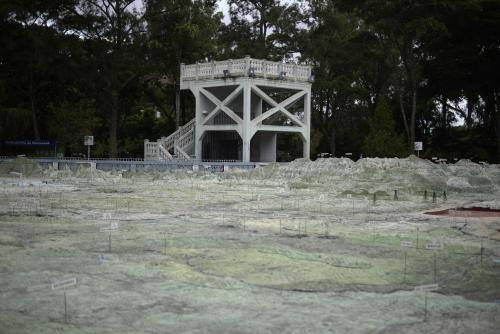 Dos pasarelas permiten que veas el Mapa en Relieve desde arriba. (Foto: Wilder López/Soy502)