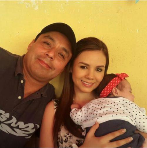 Byron Lima, Alejandra Reyes y su hija, Daniela. (Foto: Facebook)