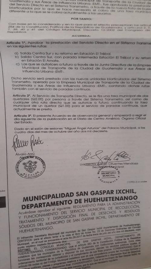 Publicación del acuerdo con la firma de Álvaro Arzú. (Foto: Soy502)