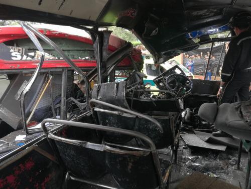 Así se ve desde dentro de uno de los buses accidentados. (Foto: Jorge Sente/Nuestro Diario)